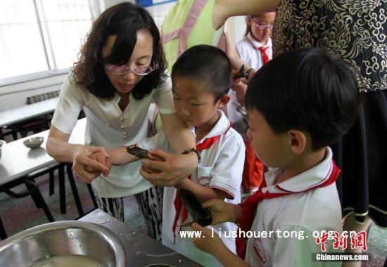 白皮书称中国近千万留守儿童一年到头见不到爸妈